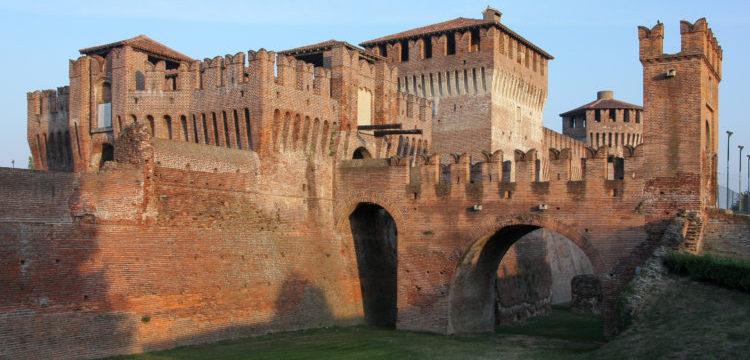 italiainpiega-pieghe meravigliose-itinerari moto pianura padana-dominio visconteo-soncino-castello