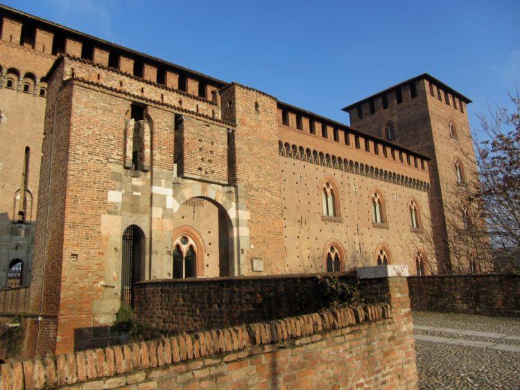italiainpiega-pieghe meravigliose-itinerari moto pianura padana-dominio visconteo-pavia-castello visconteo