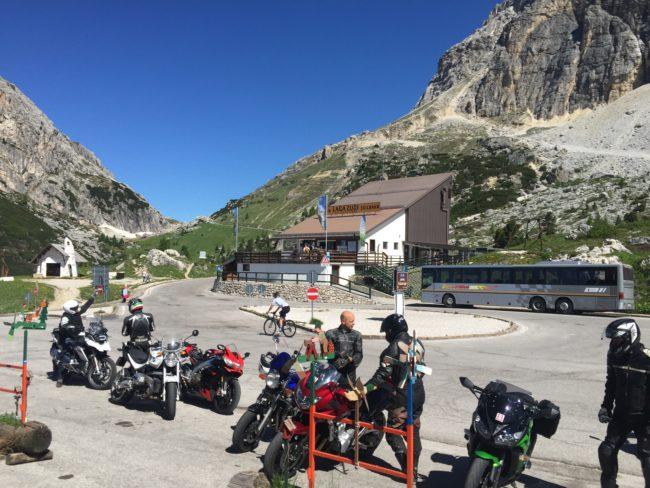 italiainpiega-pieghe meravigliose-itinerario moto nord italia-lago di braies-passo falzarego