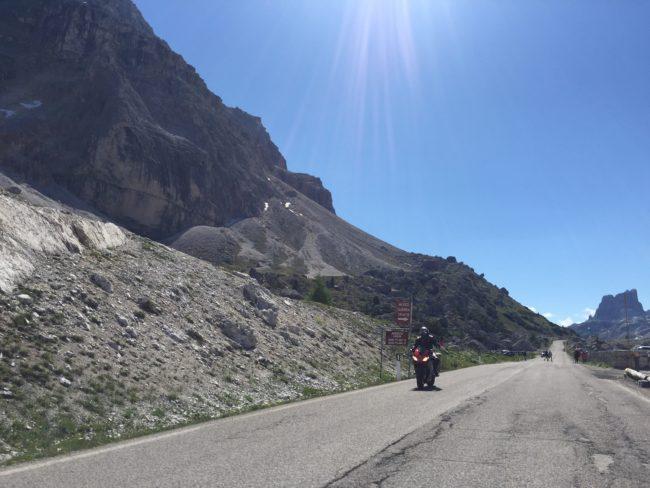 italiainpiega-pieghe meravigliose-itinerario moto nord italia-lago di braies-passo della valparola