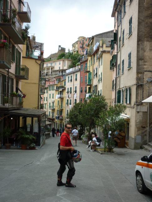 italiainpiega-pieghe meravigliose-itinerari moto nord italia-le cinque terre-riomaggiore 1