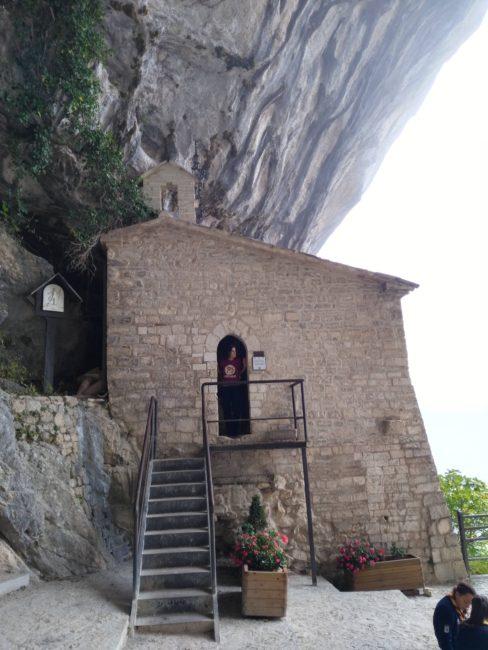italiainpiega-pieghe meravigliose-itinerari  moto centro italia-tempio del valadier-eremo di santa maria