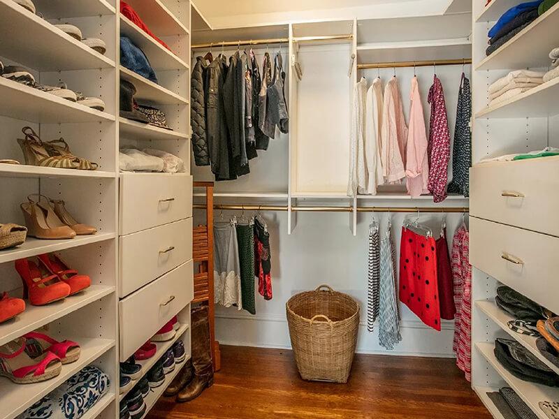 closet-organizing