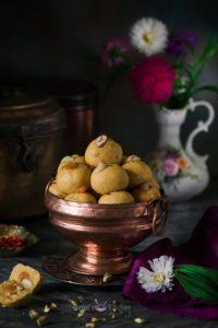 Besan Ladoo Recipe (Besan Laddu)