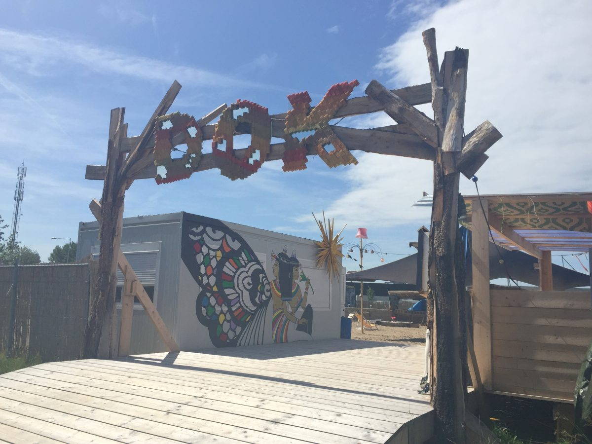 DOK Amsterdam - Dig your feet into the sand, listen to the music, have a drink and a bite to eat.
