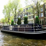 Stay on a houseboat in Amsterdam - rent a houseboat