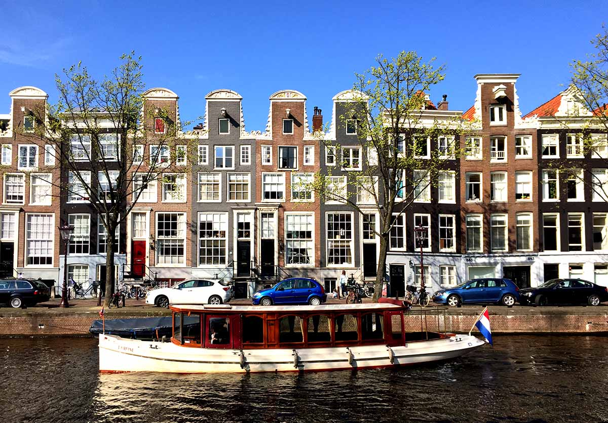 TOP CANAL BOAT TOURS IN AMSTERDAM Seeing Amsterdam from the water is something you definitely do not want to miss when visiting Amsterdam. Here are a few of the most popular canal boat companies in Amsterdam and some of the different tours they offer.