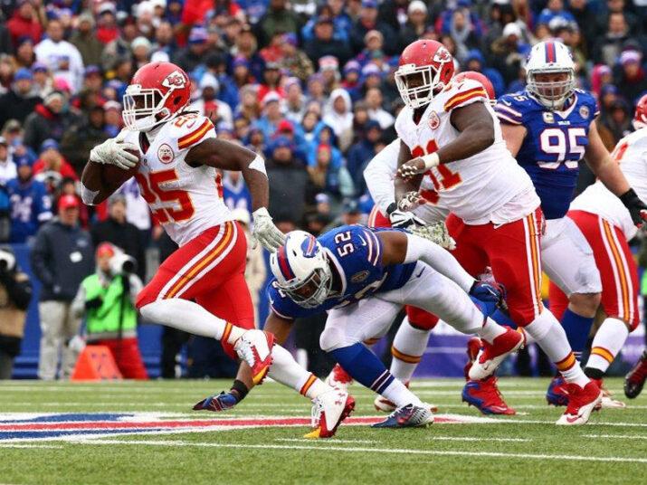 Charles correu 98 jardas e um TD no domingo