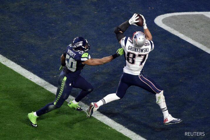 Gronk recebendo passe de Brady na end zone