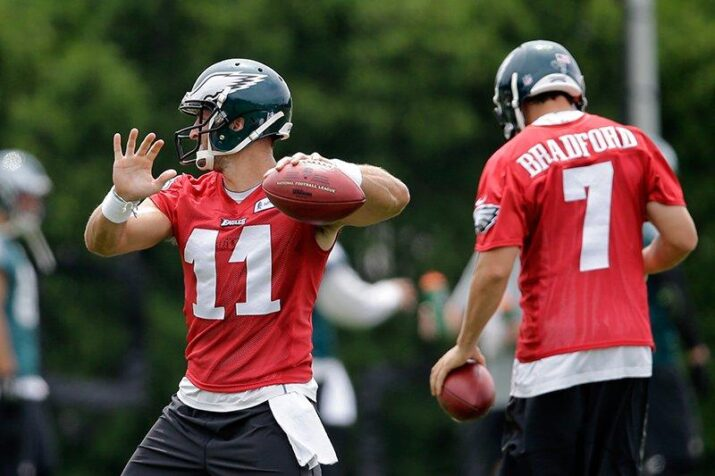 Tebow e Bradford no minicamp dos Eagles