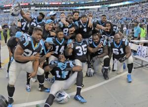 Jogadores dos Panthers celebram a vitória