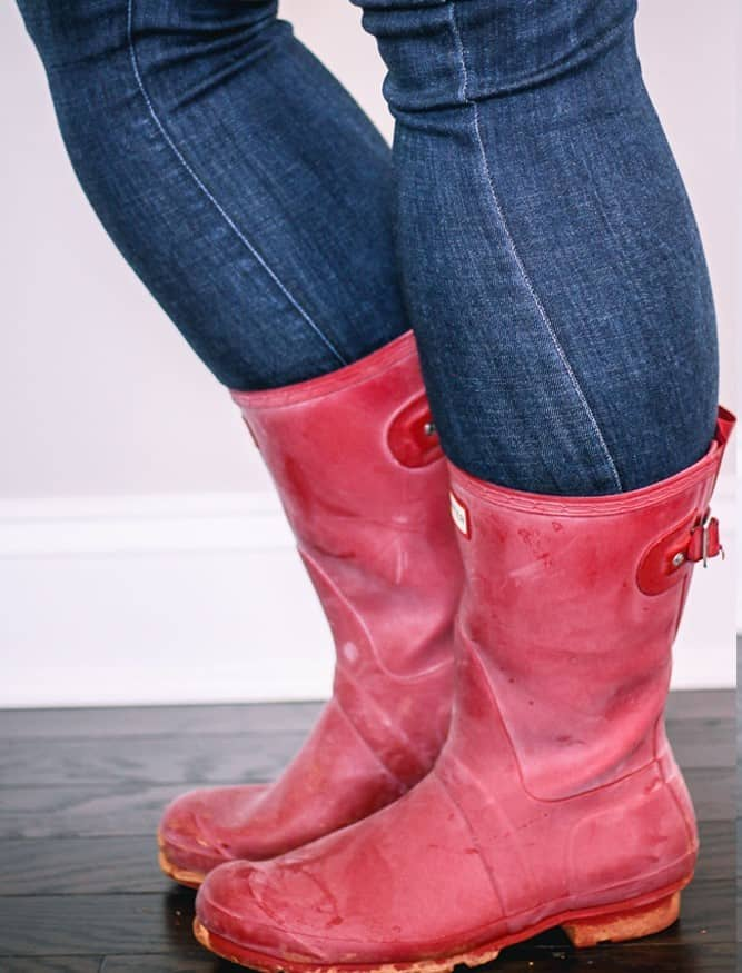 how to clean blooming off of rain boots