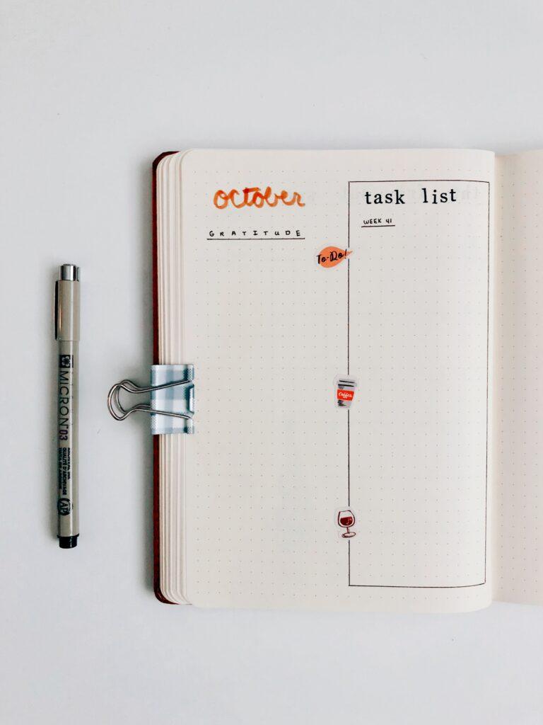 Minimal bullet journal - gratitude and master tasks