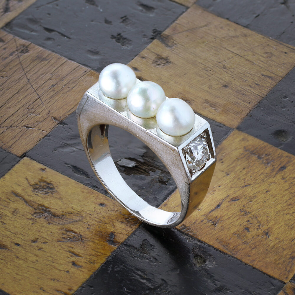 Pearl, Diamond and Platinum Ring