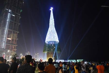 Sri Lankan Christmas tree enters into Guinness records
