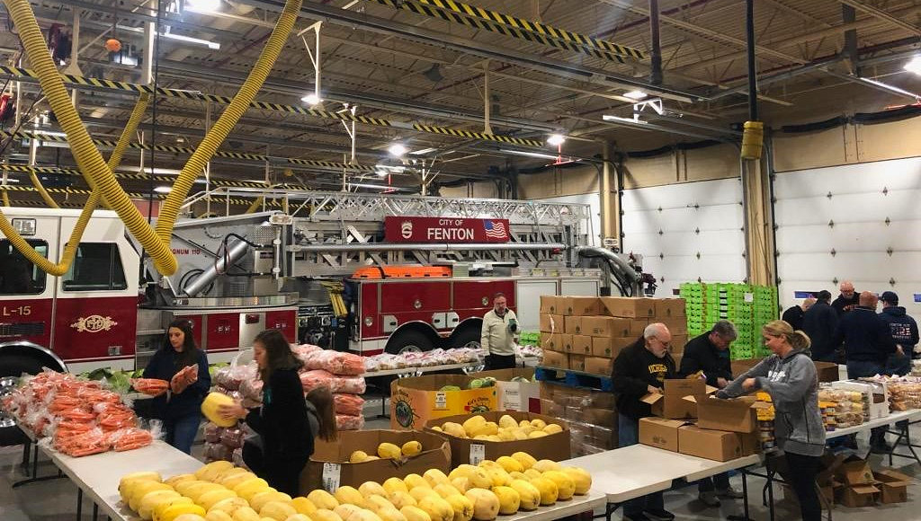 Fenton_Fire_Fighters-1a_food_give_away2019