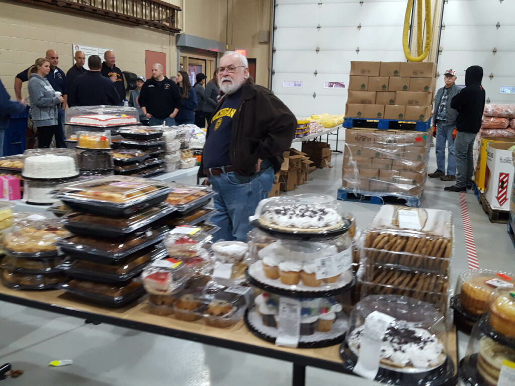 Food_Give_Away-Oct2019_Fenton_Fire_Fighter_Charity (4)