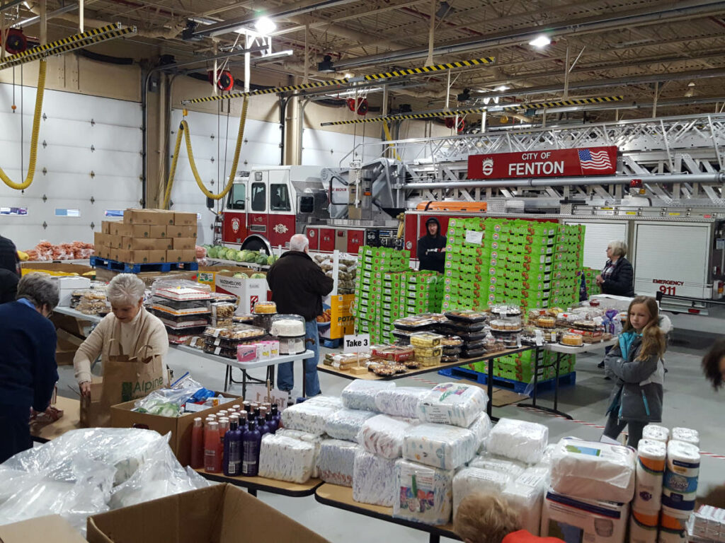 Food_Give_Away-Oct2019_Fenton_Fire_Fighter_Charity (6)