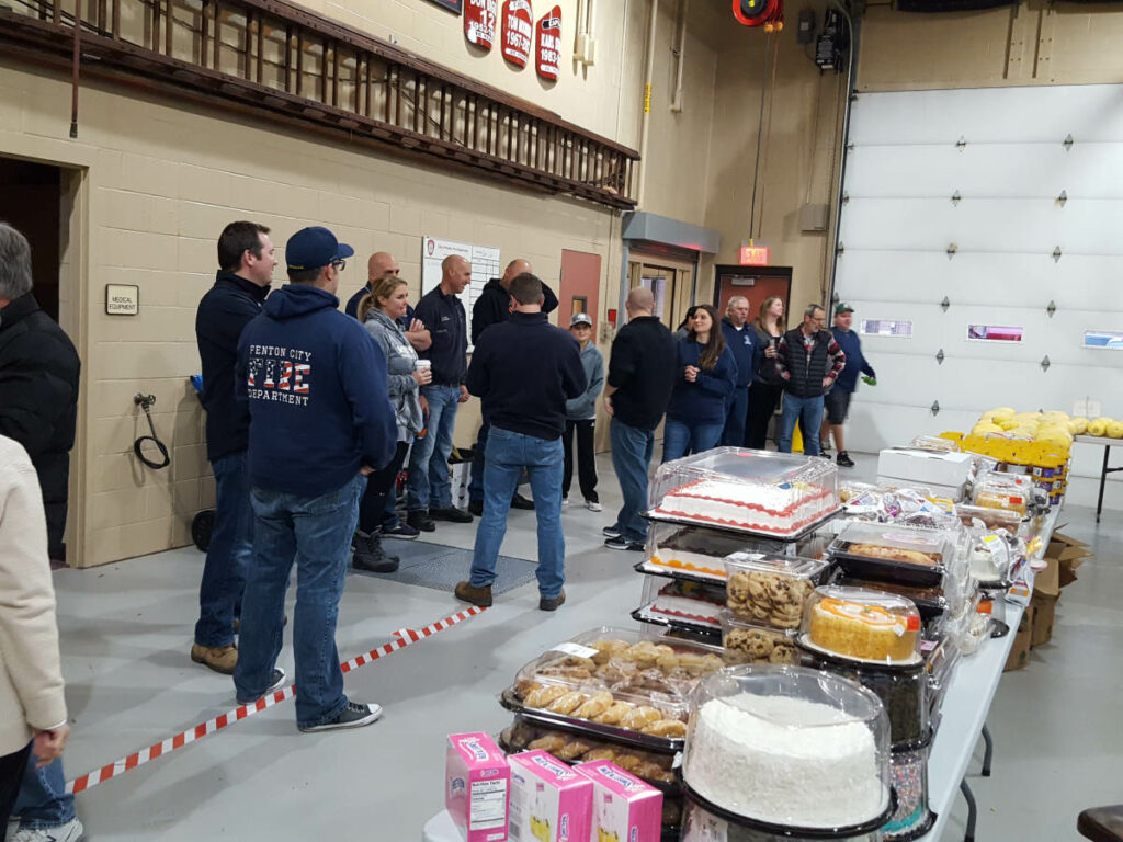 Food_Give_Away-Oct2019_Fenton_Fire_Fighter_Charity (7)