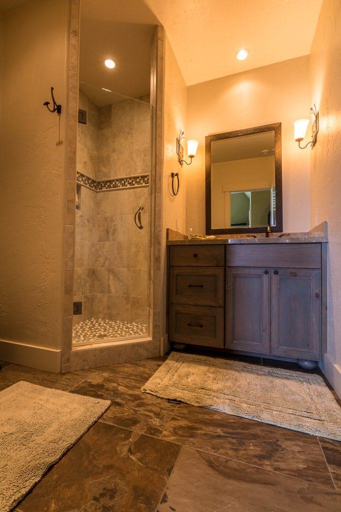 Upstais Bath1 SF