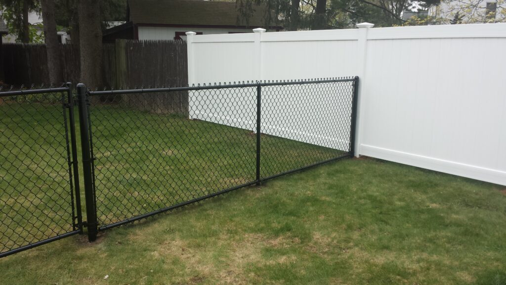4_ H Black Chain Link With Bottom Rail