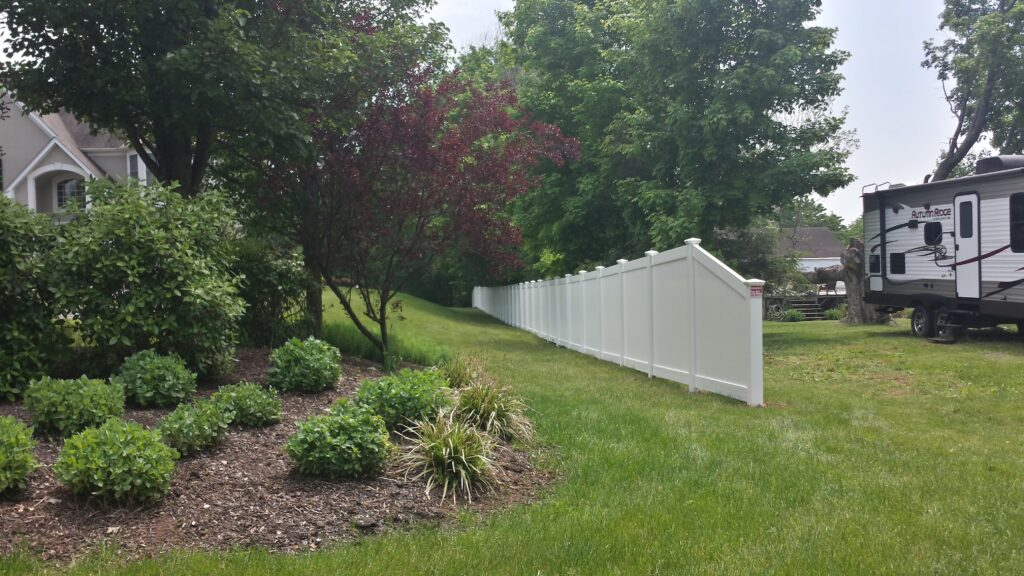 6_ H Solid White Privacy Viny With Tapper
