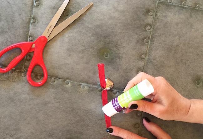 put glue on thin ribbon