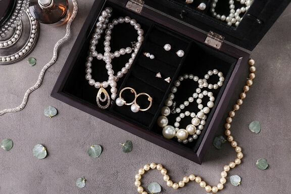 furniture or jewellery collection valuation in a separation