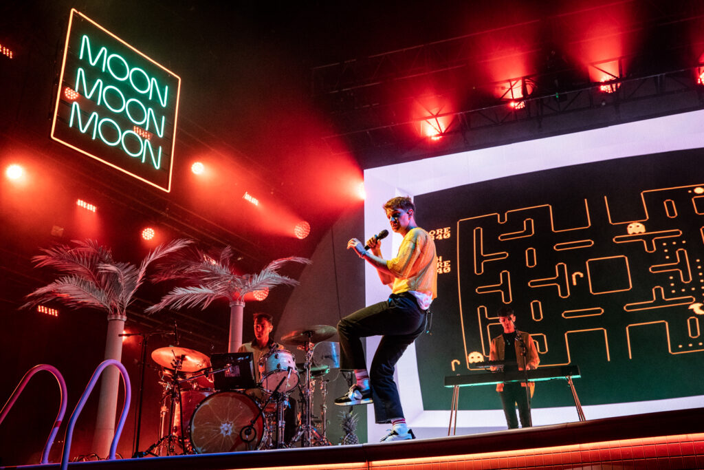 Glass Animals performing
