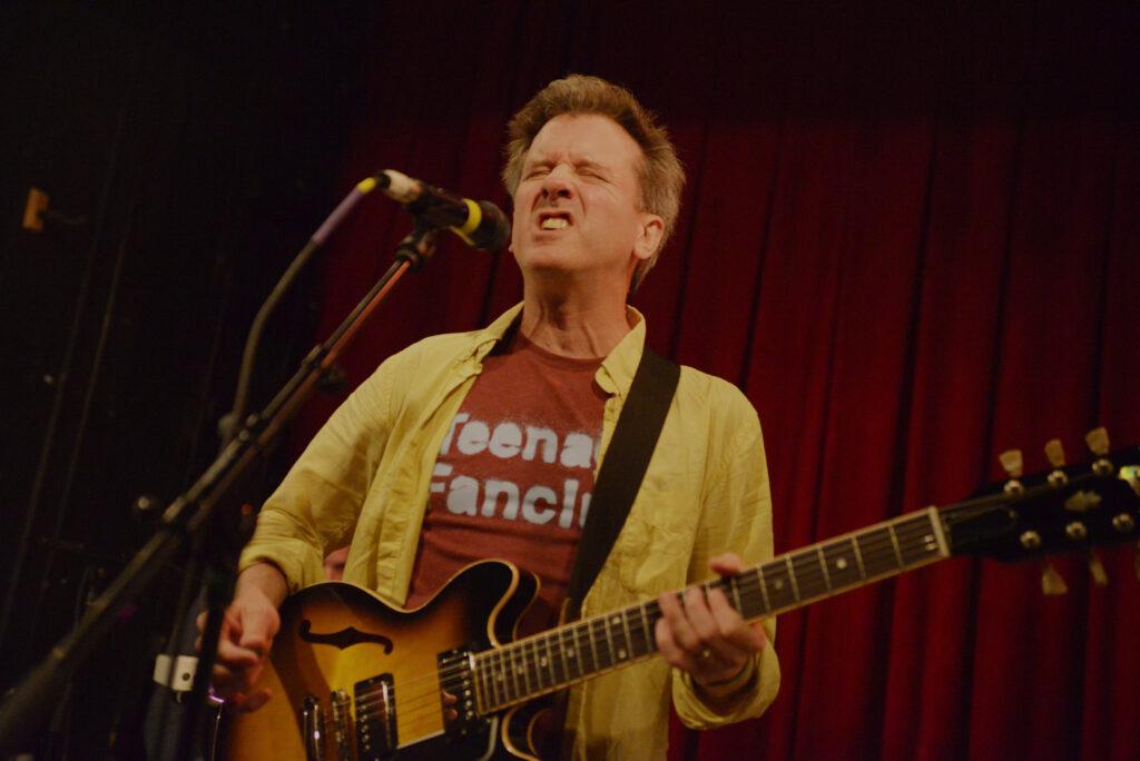 Mac McCaughan performing