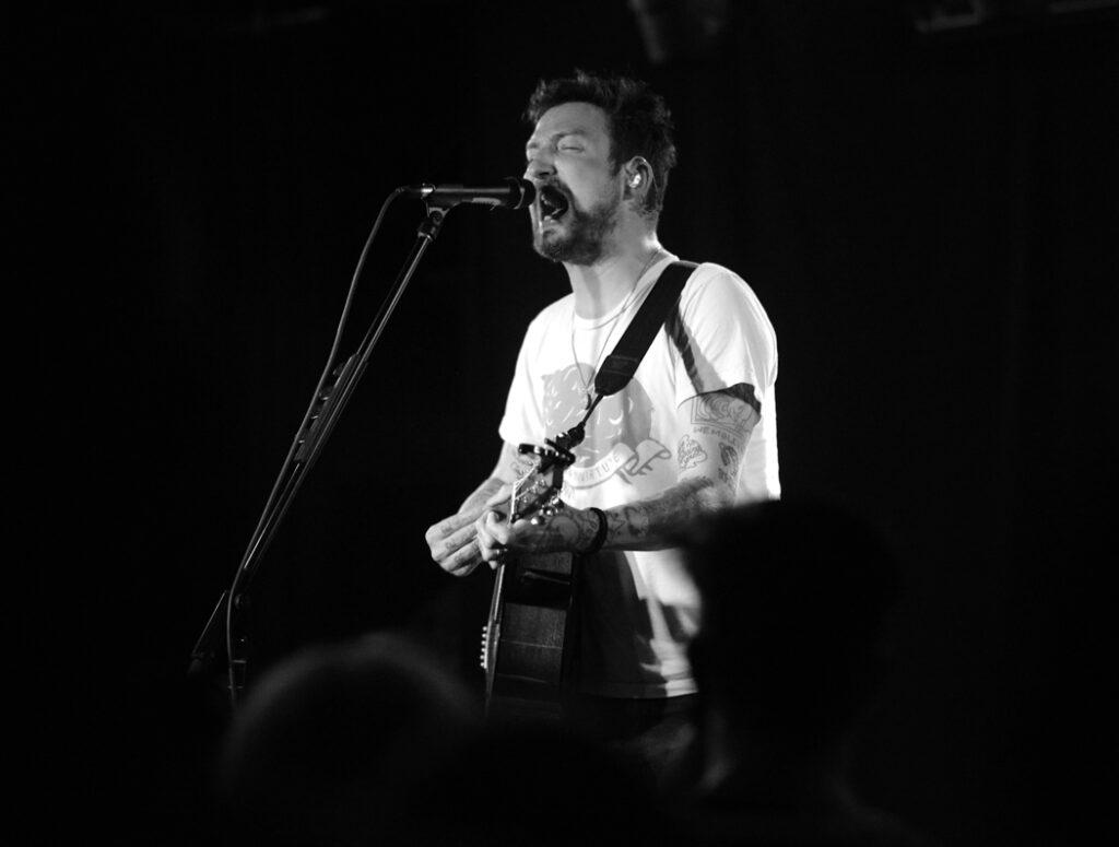 Frank Turner performing