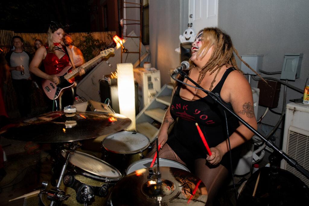Frida Kill performing