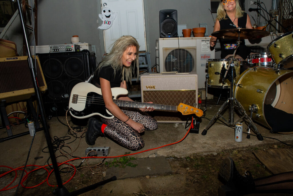Gal Fieri performing