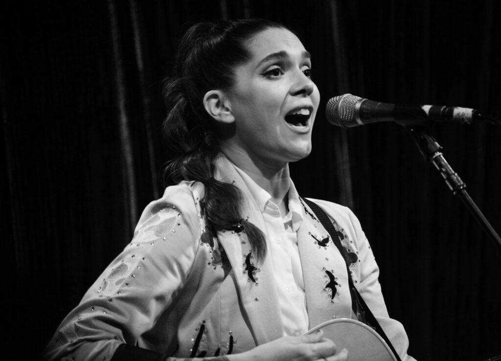 Kayleigh-Goldsworthy performing