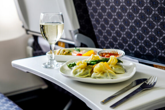 How to Make Bland Airplane Food Appetizing