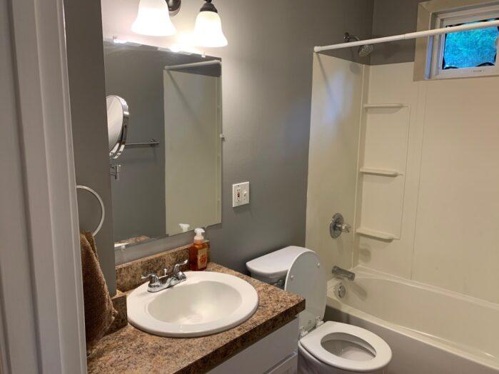 611 Garfield Ave, Edwardsville, IL Bathroom