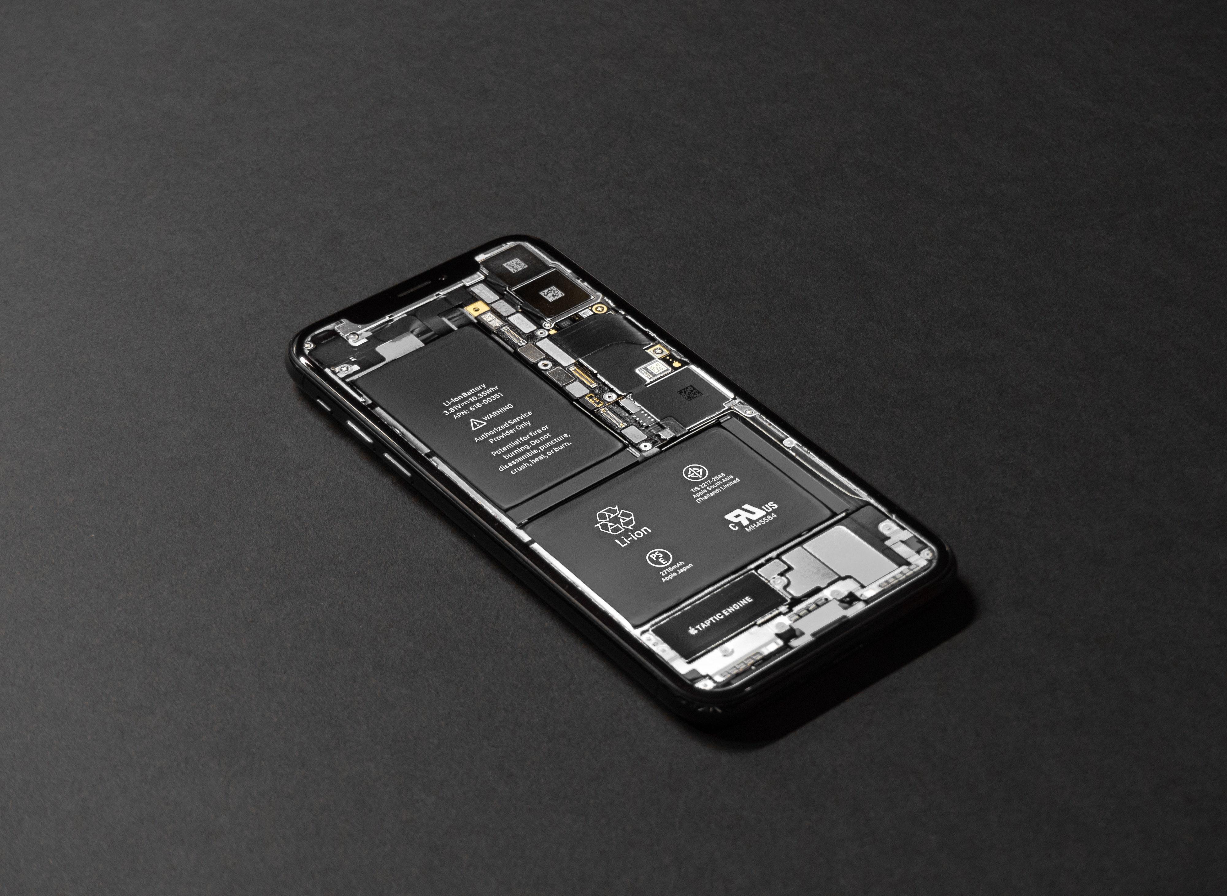 battery-black-background-cellphone-719399