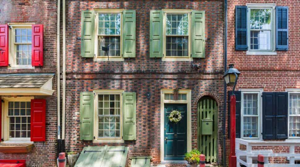 Elfreth's Alley in Philadelphia, Pennsylvania, USA