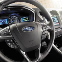 2015_Ford_Fusion_Hybrid_13