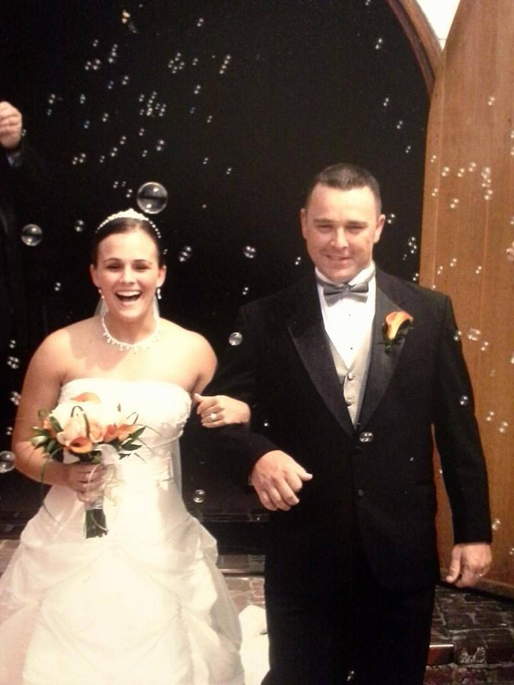 Wedding couple with bubbles