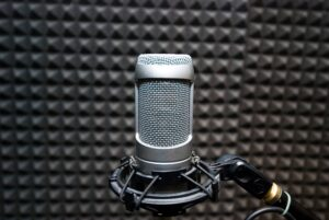 A podcast microphone - Podcast monitoring is now possible