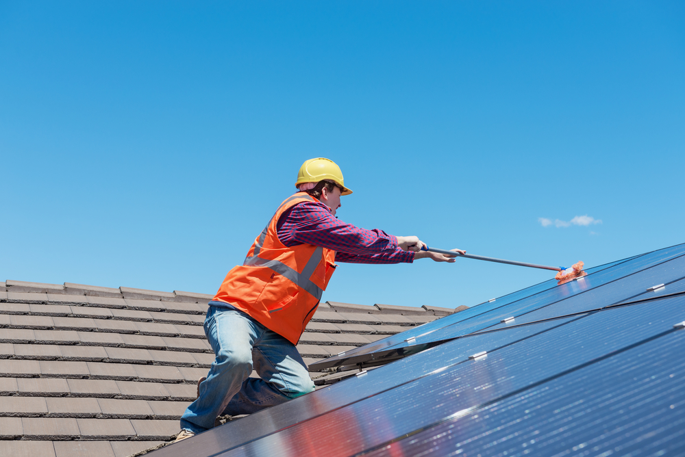 How to clean solar panels on the roof