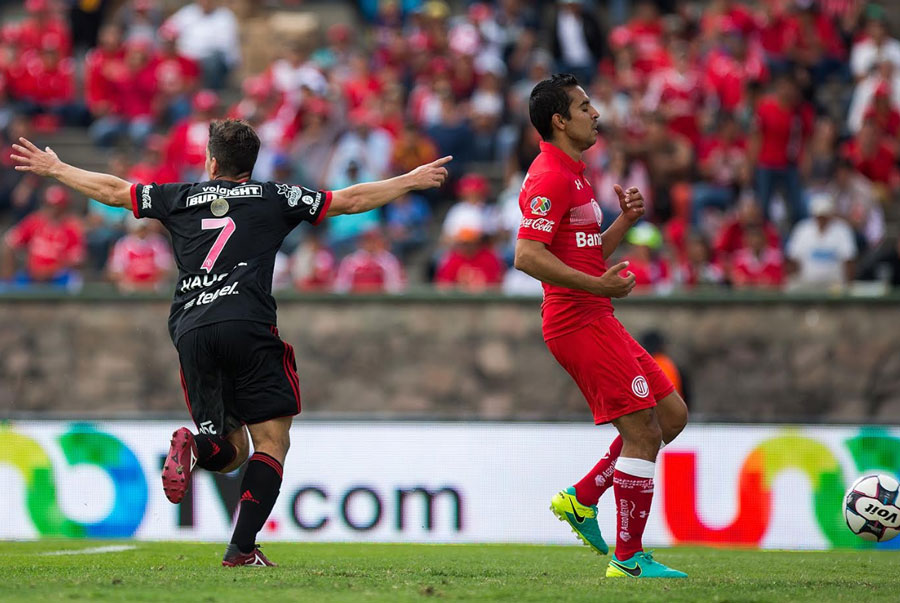 Club Tijuana Sneaks by Toluca with a Narrow Away Victory