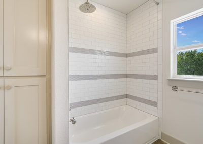 013_2nd Bathroom 2