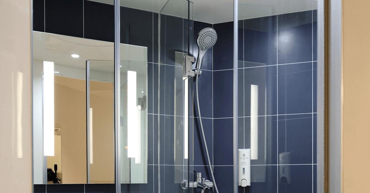 Frameless glass shower doors Near Volusia County