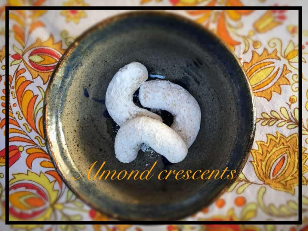 Almond crescent- Vanilkové rohličky-tasty-treats-everydaywits