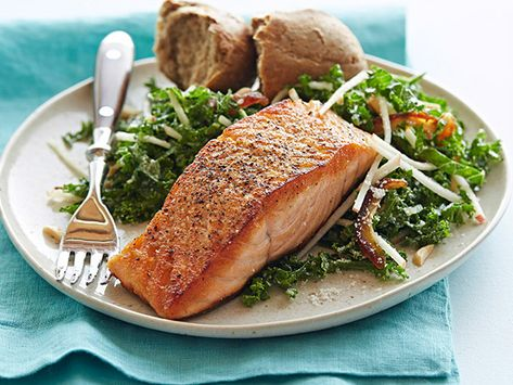 PAN-SEARED SALMON, KALE AND APPLE SALAD