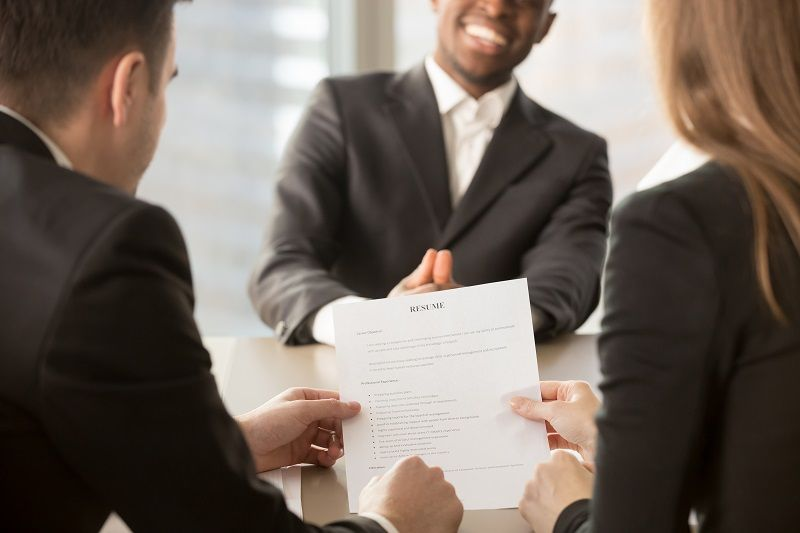 Employers recruiters reviewing resume Art 1 L comp