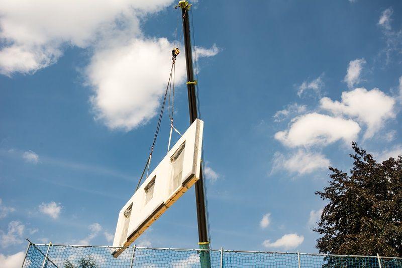 Assembling a prefabricated house-cm