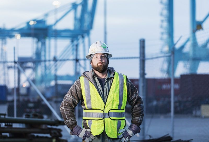 Dock-worker-at-shipping-port